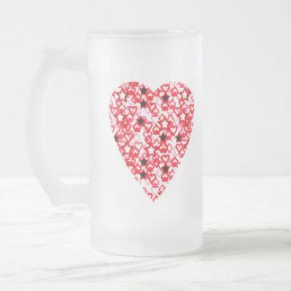 Corazón rojo y blanco. Diseño modelado del corazón Taza De Cristal