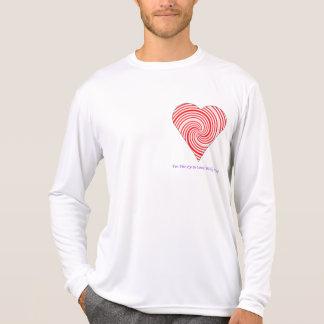 corazón rojo y blanco mareado en amor camiseta