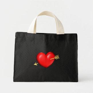 Corazón rojo y rechoncho con la flecha de oro bolsa tela pequeña