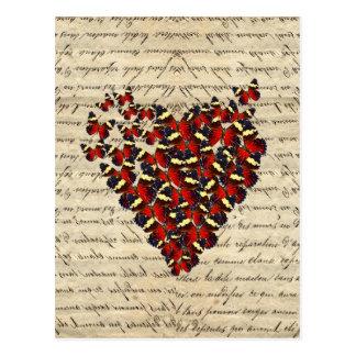 Corazón romántico de la mariposa del vintage postal