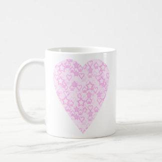 Corazón rosa claro. Diseño modelado del corazón Taza