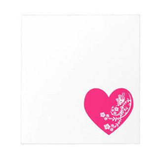 Corazón rosado brillante de la mariposa blanca bloc de papel