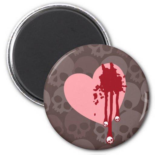 Corazón rosado con los goteos del cráneo imán redondo 5 cm
