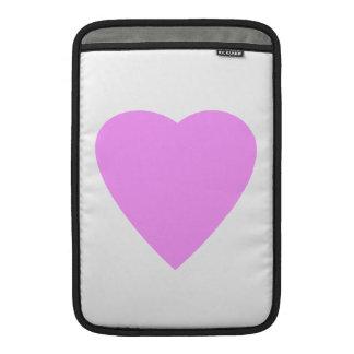Corazón rosado del amor en blanco funda macbook air