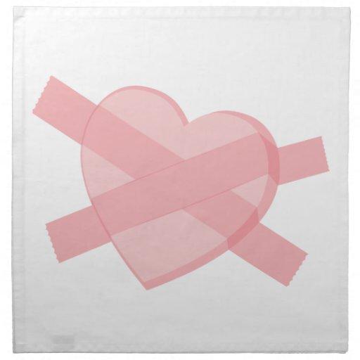 corazón rosado enyesado con la cinta servilleta