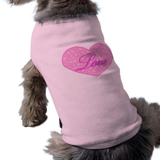 Corazón rosado, perrito t del amor camisetas de perro