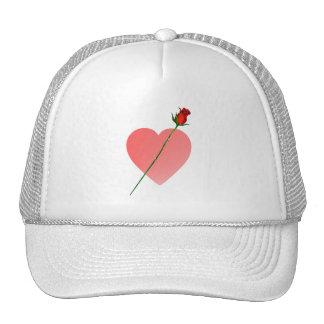 Corazón rosado y gorra color de rosa