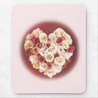 Corazón rosado y rojo de rosas tapete de raton