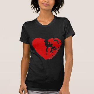Corazón roto a los pedazos. Diseñado en una Camisetas