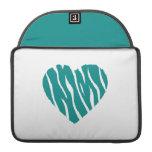 Corazón salvaje verde del trullo funda para macbooks