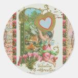 Corazón sangrante del Cupid n de la tarjeta del dí Pegatinas Redondas