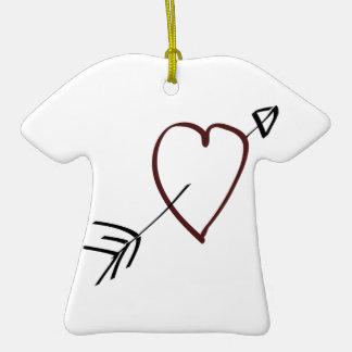 Corazón simple con la flecha que pasa a través de ornamentos de reyes magos