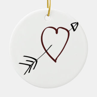 Corazón simple con la flecha que pasa a través de ornamento de reyes magos