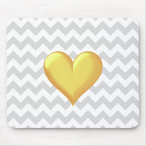 Corazón sombreado amarillo de oro de Chevron del L Tapetes De Ratón
