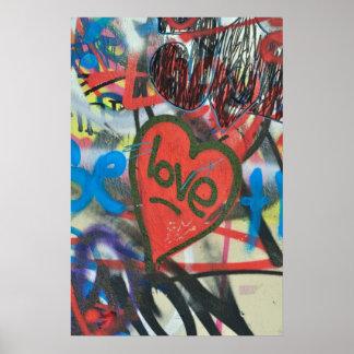 Corazón sucio del amor de la pintada de la ciudad impresiones