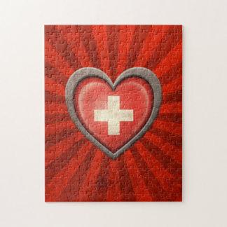 Corazón suizo envejecido de la bandera con los ray puzzles