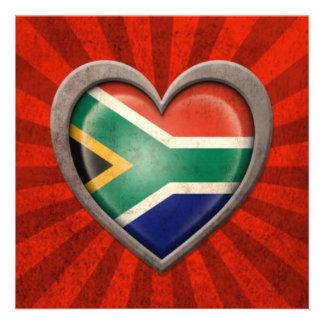 Corazón surafricano envejecido de la bandera con l invitacion personalizada