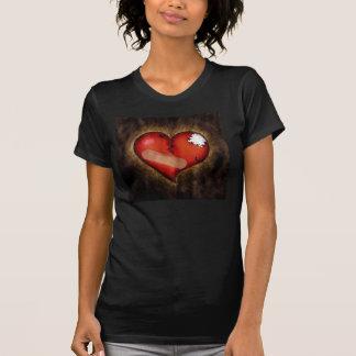 Corazón-t-camisa del corazón quebrado de la repara