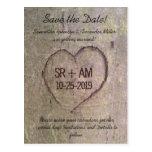 Corazón tallado en árbol, reserva del personalizad tarjetas postales