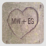Corazón tallado en el árbol, naturaleza romántica calcomanía cuadradas personalizada