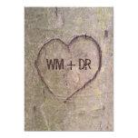 Corazón tallado en invitaciones del boda del árbol invitación 12,7 x 17,8 cm