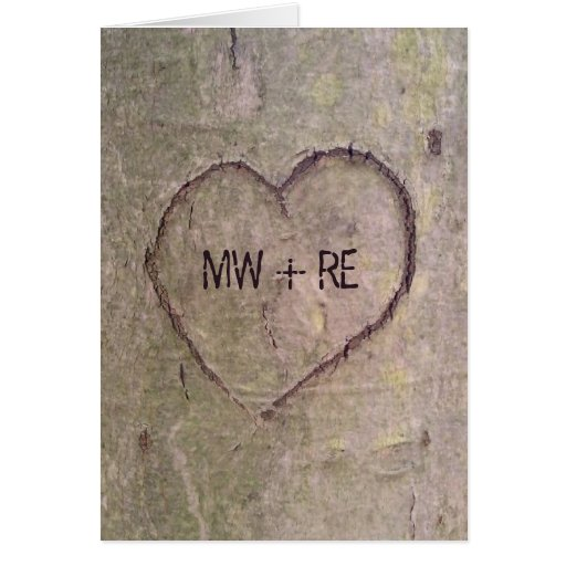 Corazón tallado en una tarjeta del día de San Vale
