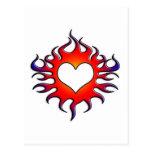 corazón tribal de las llamas postal