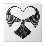 Corazón tribal del día de San Valentín del halcón Tejas Ceramicas