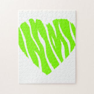 Corazón verde chartreuse de neón rompecabeza
