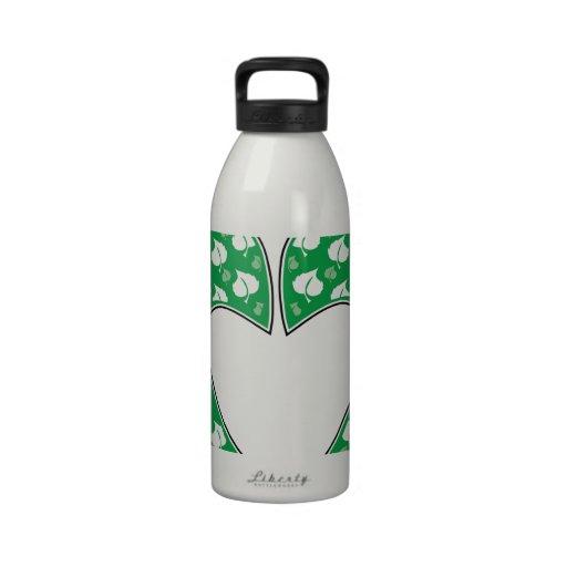 Corazón verde de la huella botella de agua reutilizable