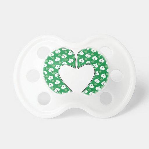 Corazón verde de la huella chupetes para bebes