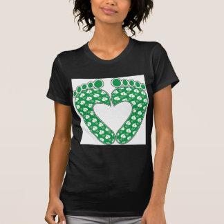 Corazón verde de la huella camisetas