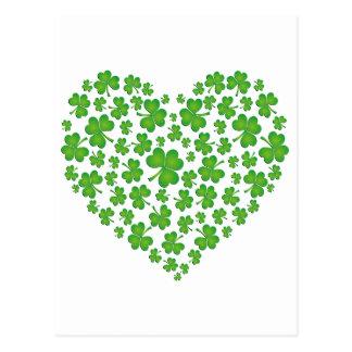 Corazón verde del trébol tarjeta postal