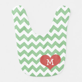 Corazón verde del zigzag de Chevron con monograma Babero