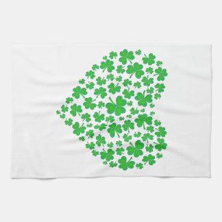 Corazón verde irlandés del trébol toallas