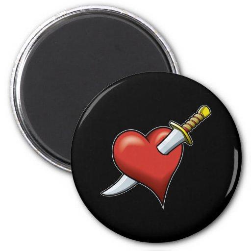 Corazón y daga imán de nevera
