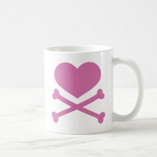 corazón y de la bandera pirata rosa suavemente taza de café