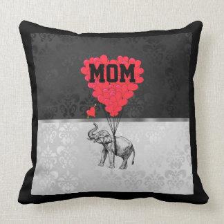 Corazón y elefante románticos para la mamá almohada