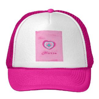 Corazón y enfermera rosados de la Cruz Gorro De Camionero