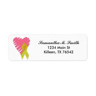 Corazón y etiquetas amarillas del remite de la etiquetas de remite