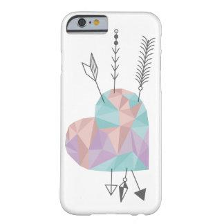 Corazón y flechas cristalinos funda para iPhone 6 barely there