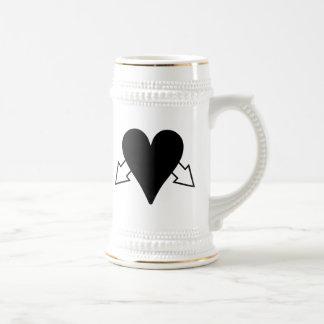 Corazón y flechas jarra de cerveza