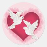 Corazón y palomas - rosa etiquetas redondas