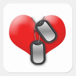 Corazón y placas de identificación pegatina cuadrada