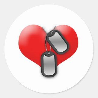 Corazón y placas de identificación pegatina redonda