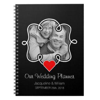 Corazón y planificador lindos del boda de los cuaderno