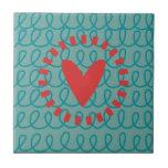 Corazón y remolinos caprichosos del Doodle de la d Azulejos