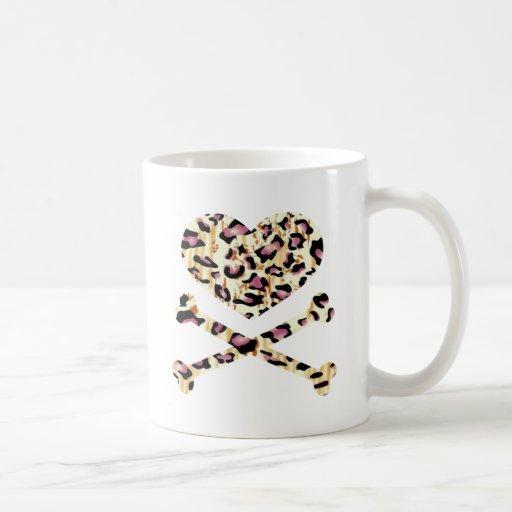 corazón y rosa de los huesos de la cruz leopared tazas de café