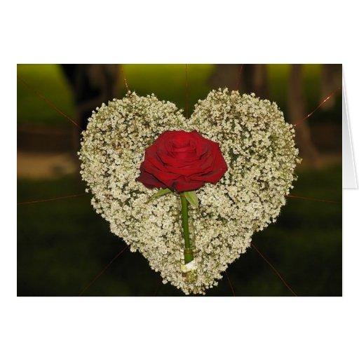 Corazón y tarjeta de felicitación color de rosa
