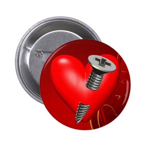 Corazón y tornillo rojos pin redondo 5 cm